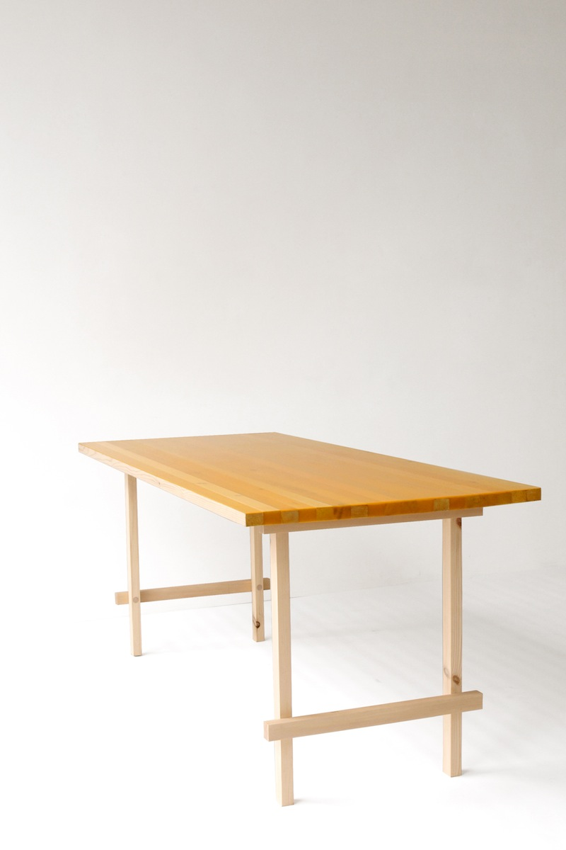 Flat table schemata architects jo nagasaka for Table exit fly